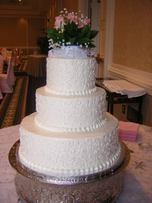 publix wedding cakes - not sure bout flowers on top but love the cake