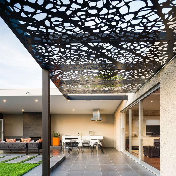 M s de 25 ideas incre bles sobre pergolas metalicas en for Techos modernos exterior