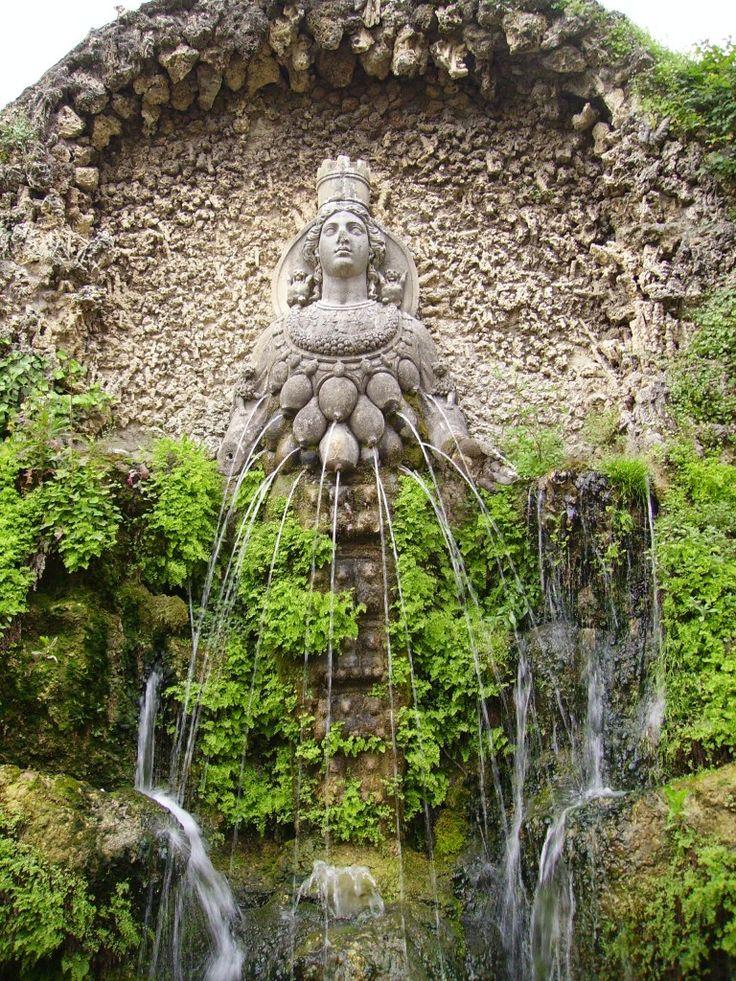 Fuente lactante de Diana, de Éfeso. Villa de Este, Tívoli, Italia.