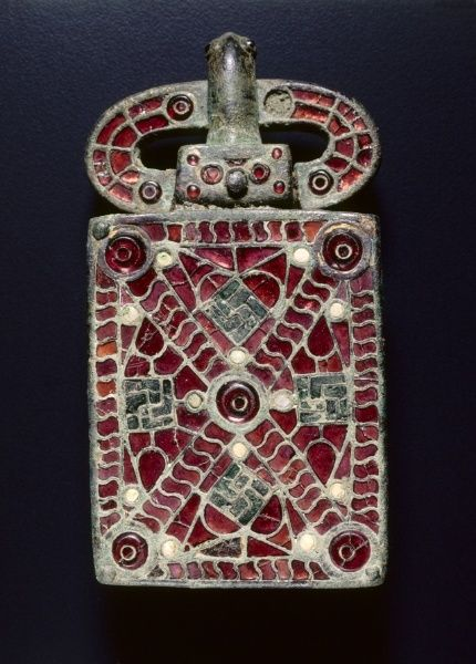 c. 525-560 Visigothic bronze with garnets, glass, mother of pearl, gold foil, gilding belt buckle (2 3/4 x 1 1/16 x 5 3/16 in.) - Cleveland Museum of Art 2001.119