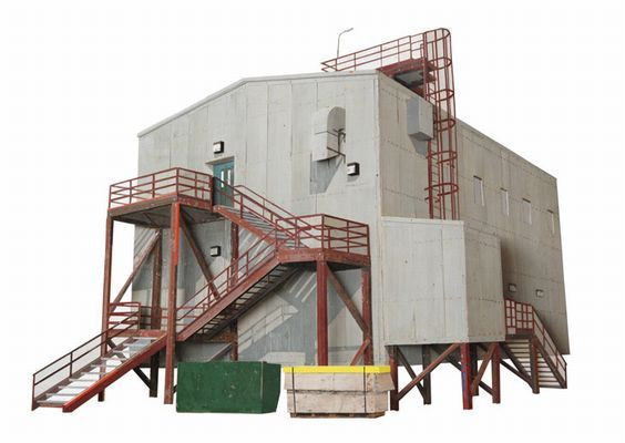 Space Ops  (voluit Joint Space Operations Center) is het nieuwe communicatie centrum van de McMurdo Zuidpool basis. Het wordt ondermeer door NASA en de US AirForce gebruikt voor het volgen van satellieten en vliegverkeer boven het Zuidelijk Halfrond.  Klik op afbeelding om het venster te sluiten