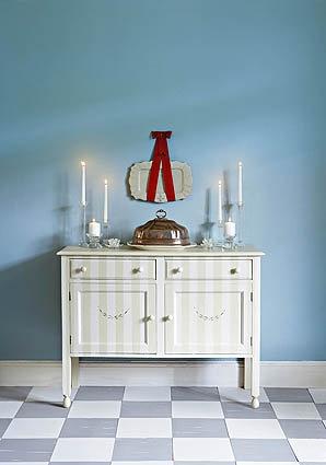 Put elegance back in your house - DIY tips | Kikker jou huis op - op die elegante manier. #Selfmaak  Striped table using @Plascon Trends | Gestreepte tafel