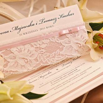 Zaproszenie Ślubne  Kolekcja Back to Black     #decorisus #decoris #zaproszeniaslubne #zaproszenianaslub #zaproszenia #weddings #wedding #slub #wesele #eleganckie #bridetobe #white #motywprzewodni #kolor #papeteriaslubna #papeteria #pomysly #bridal #pannamloda #bialy #skromne #elegance #koronka #lace #vintage #white #bialy #biel #klasyka #roz #pink