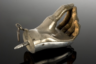 That's a spicy meatball!  Cauet artificial hand, United Kingdom, 1914-1918