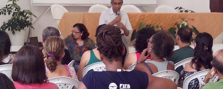 O diretor presidente da FEEB, André Luiz Peixinho, organizando os últimos detalhes do evento.