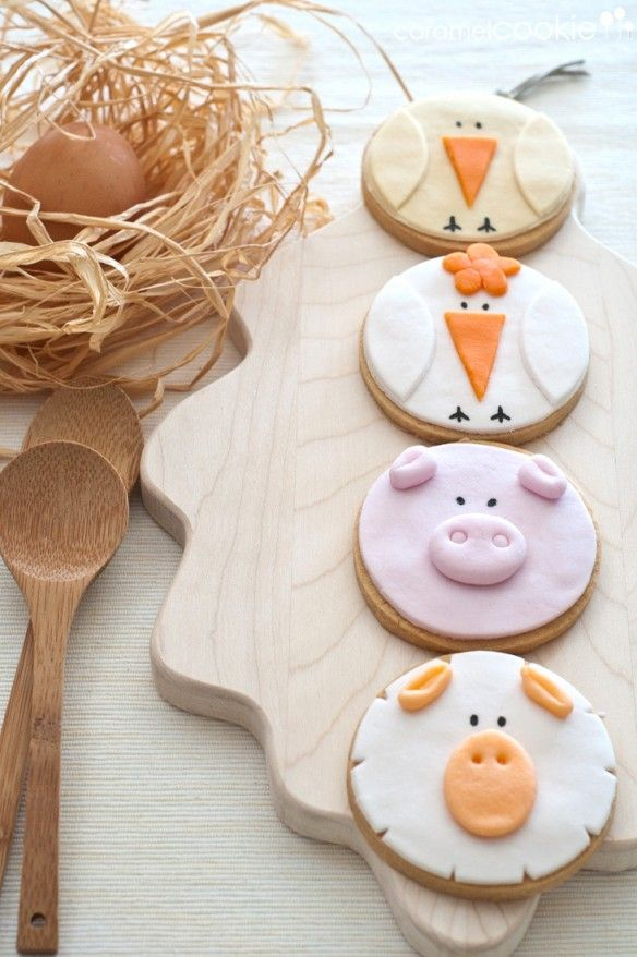 Barnyard animal cookies~ Fairly certain that the site is in Spanish but you can get the basic idea from the pictures.