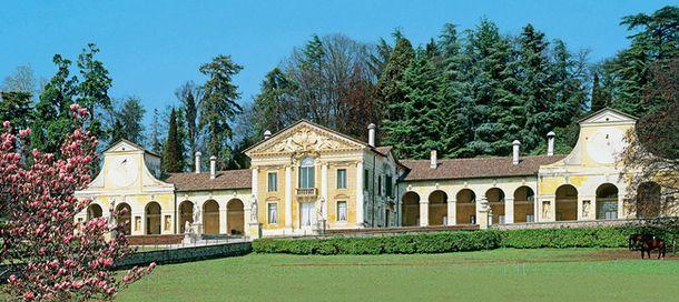 Вилла Барбаро в Мазере была построена Палладио в 1560-х годах для его благодетелей — Даниеле и Маркантонио Барбаро.