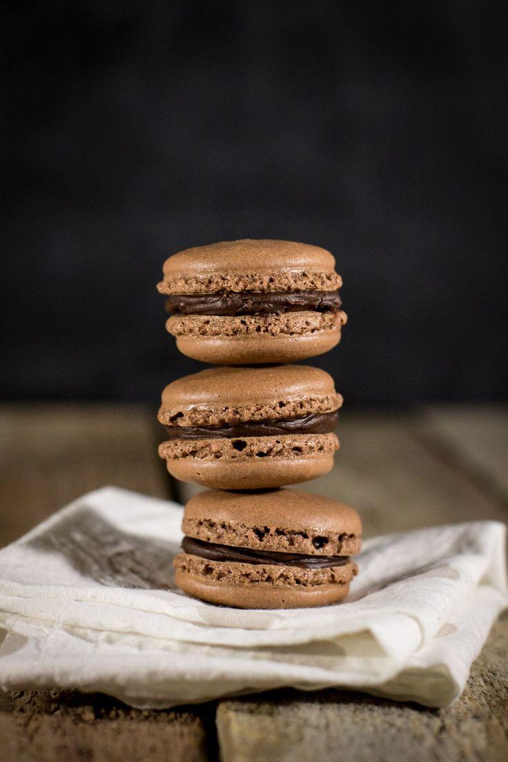 macaron al cioccolato farciti con cioccolato al caffè - chocolate macaron with cocolate and coffee ganache