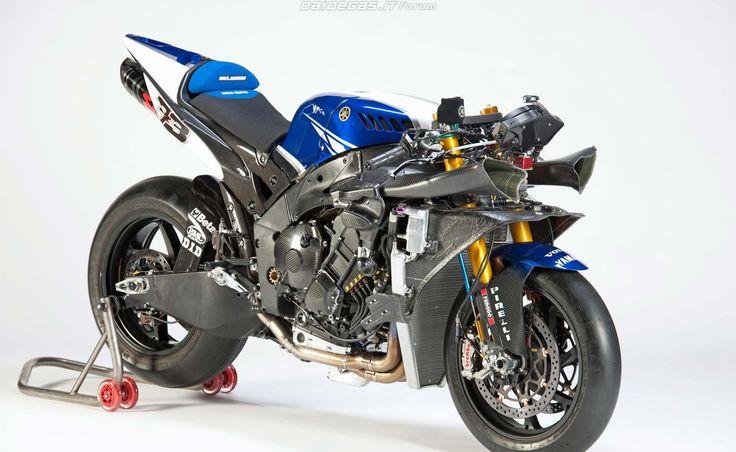 2011 yamaha r1 superbike