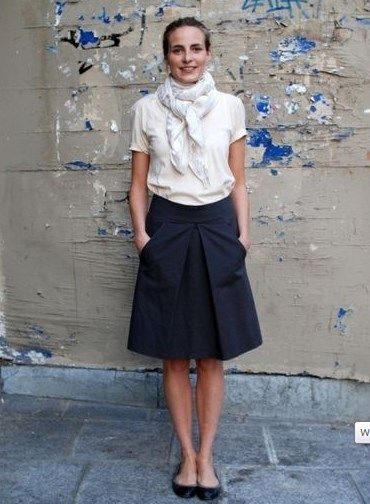 ミモレ丈スカート コーデ ネイビー(紺)で落ち着いた印象を♪                              …