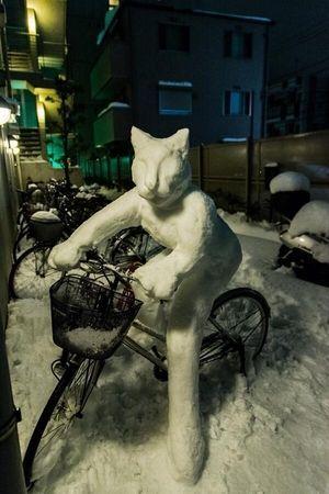 各地で確認された「すごい雪だるま」まとめ - NAVER まとめ