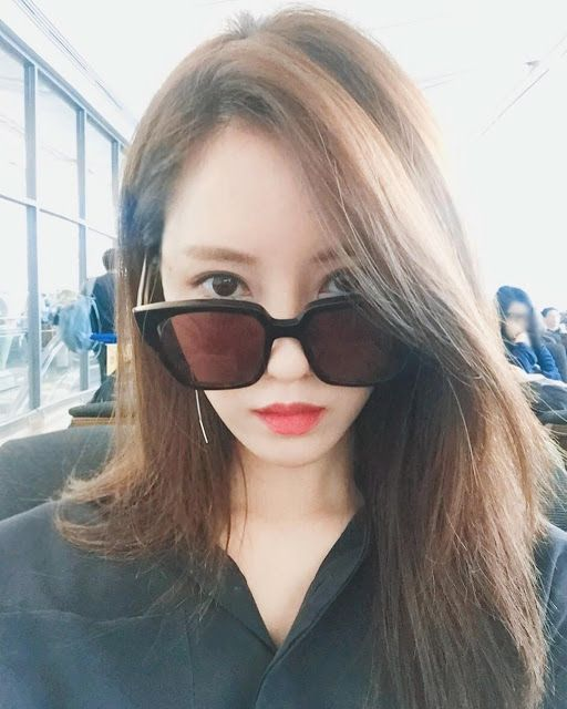 Check out the airport selfie from T-ara's HyoMin ~ T-ara World ~ 티아라