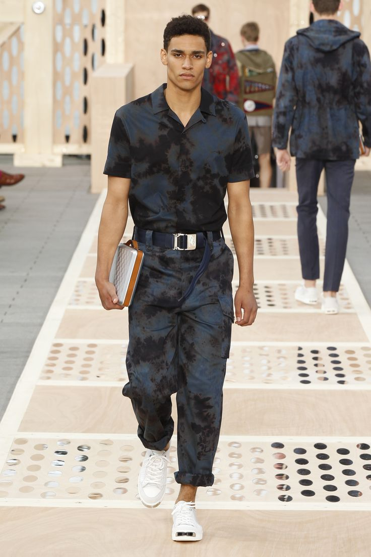 Look 29 from the Louis Vuitton Men's Spring/Summer 2014 ...