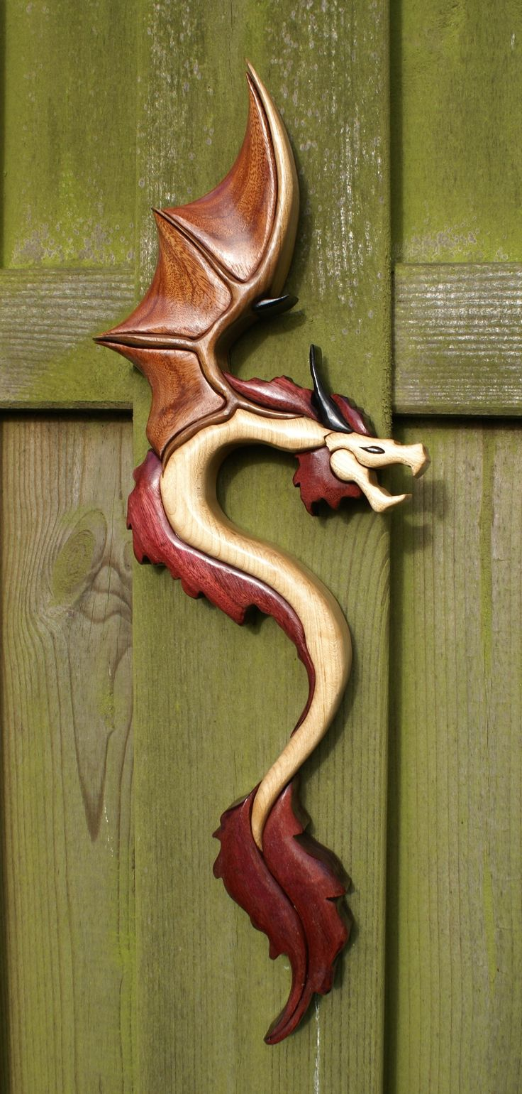 Dragon. pattern byDanny van Wattingen Used Wood : Maple, Black Walnut, Amaranth, Macassar and Granadillo.