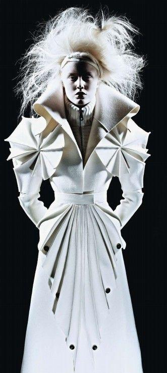 Sculptural Fashion folds, pleats, texture - fashion design details // Viktor & Rolf