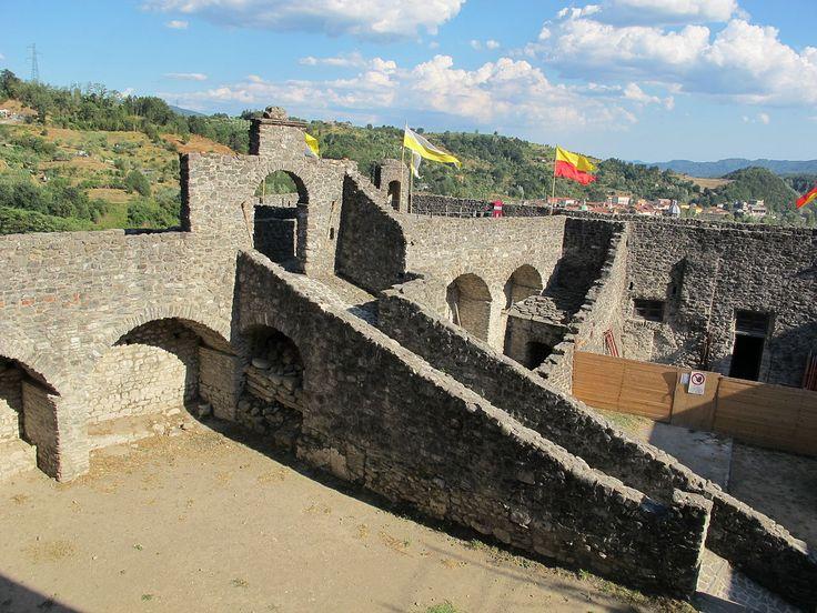 Castello di pontremoli, cortile 06 - Pontremoli - Wikipedia