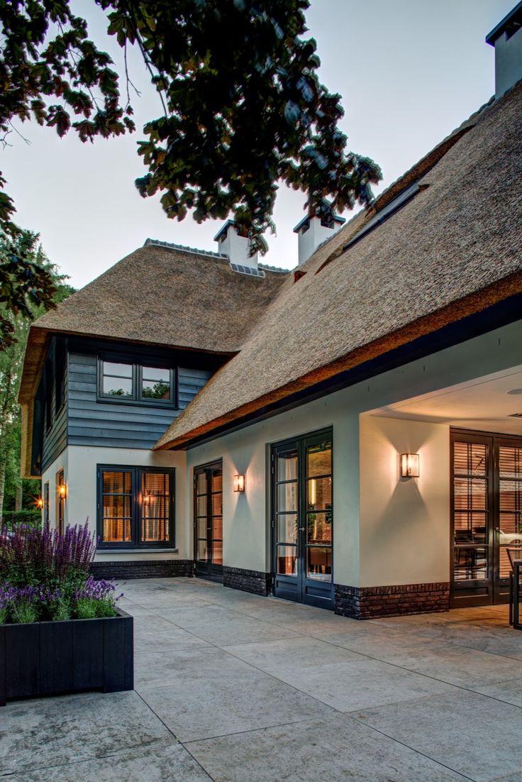 25 beste idee n over witte buitenkant huizen op pinterest cottage kleuren exterieur huis - Buitenkant terras design ...