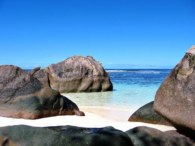 A ilha também é famosa por ser a única localidade no Oceano Índico que possui cultura de pérolas negras. As fazendas onde elas são cultivadas estão abertas a visitação de turistas que podem mergulhar nas 'plantações' de ostras