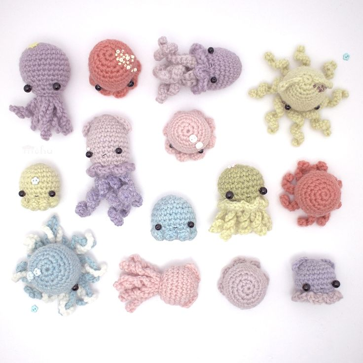 A downloadable amigurumi pattern for squids, octopi and jellyfish. The pdf file includes patterns for 5 different octopus bodies, and 4 different...