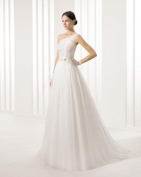 Beaded silky tulle dress, in ecru.