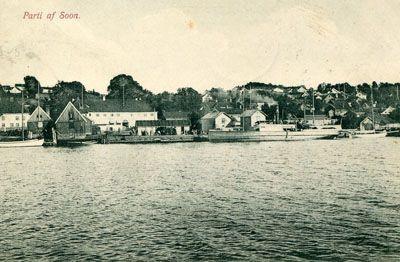 Akershus fylke Vestby kommune SOON. Nært oversiktsbilde utenfra mot Soon Brygge. Brukt 1908 Produsent/foto Sæbbø