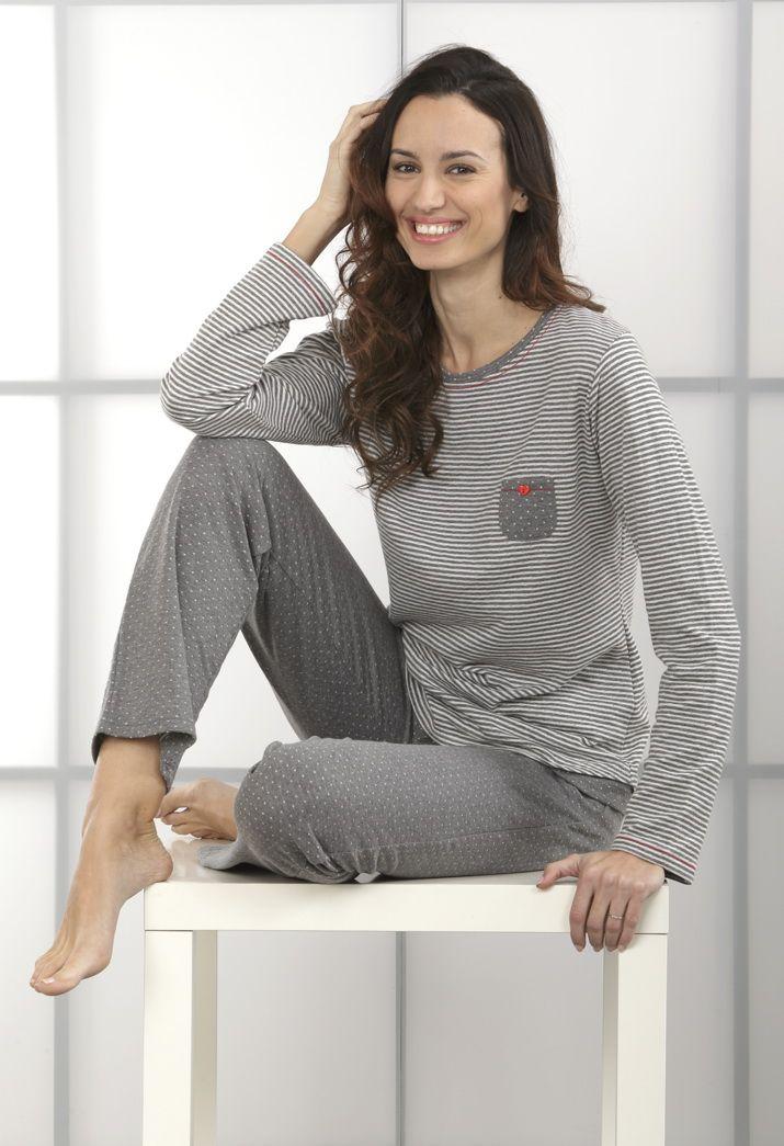 """#Pijama dos piezas. Pantalón largo ancho con estampado """"topitos"""". Camiseta manga larga y cuello redondo con estampado rayas finas horizontales. #homewear #women"""
