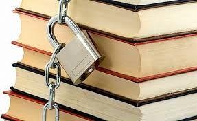 Kitaplar arasında ayrımcılık yaparsanız asla doğru ve yanlışı ayırt edemezsiniz...Doğru ve yanlışı ayırt etmek; ancak herşeyi okuyacak olan kişilere has olur.../t.siyah/
