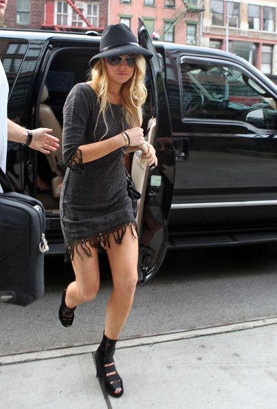 Actress Lindsay Lohan wears a couple all-black outfits while out and about in SoHo. She stops in at the Wolford and Kirna Zabete stores and leaves with shopping bags in tow.
