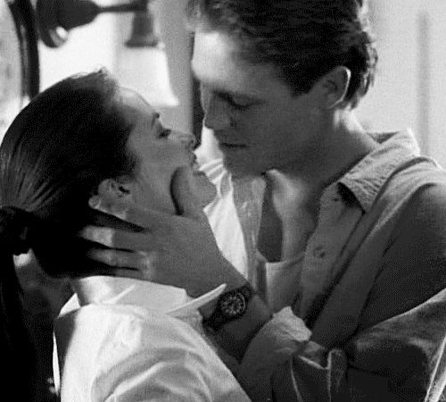 """Holly Marie Combs as Piper Halliwell/Wyatt and Brian Krause as Leo Wyatt on """"Charmed"""""""