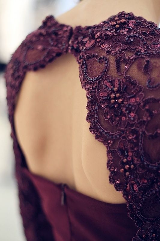 notordinaryfashion:  Elie Saab - Detail