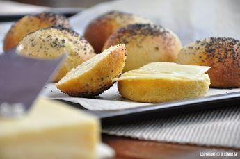 Dessa frallor är kort och gott helt underbara! De är inte alls lika kompakta som LCHF-bröd brukar bli...Läs mer