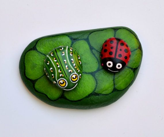 Hand Painted Stone Frog and Leaf https://www.facebook.com/ISassiDelladriatico
