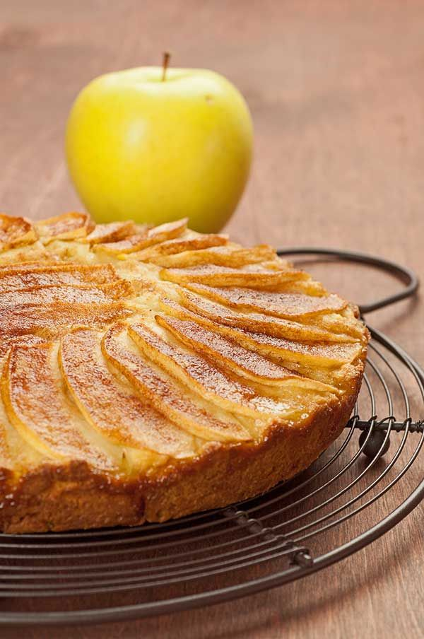 Golden Delicious Coffee Cake: An easy-to-make, lightly-sweetened coffee cake topped with slices of Golden Delicious apple and cinnamon-sugar.