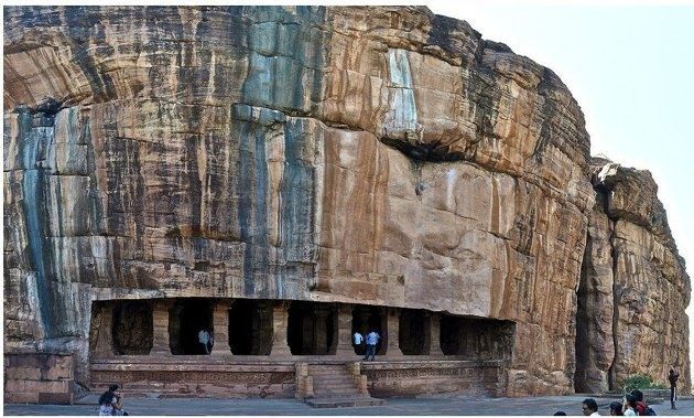 The rock-cut cave temples of Badami in northern Karnataka date back to the days of the Chalukya dynasty, which ruled the region from the 6th to 8th centuries. The architecture is a blend of the north Indian Nagara style and the south Indian Dravidian style by Sivaraj Mathi