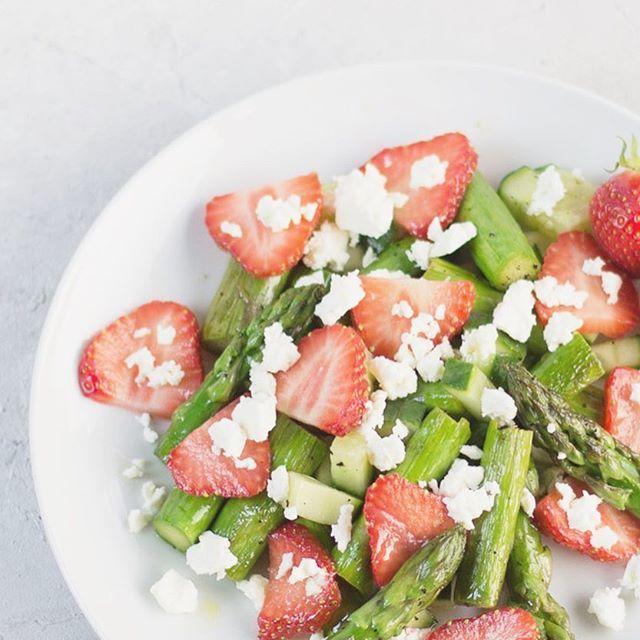 Spargelsalat mit Erdbeeren | Worldtasteadventure