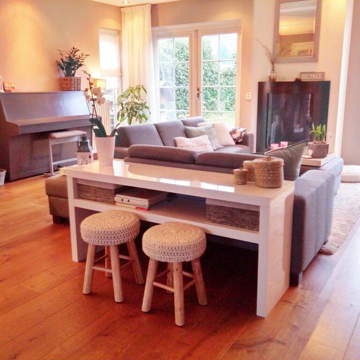 25 beste idee n over achter bank op pinterest klein appartement opslag tafel achter bank en - Eigentijdse bed tafel ...