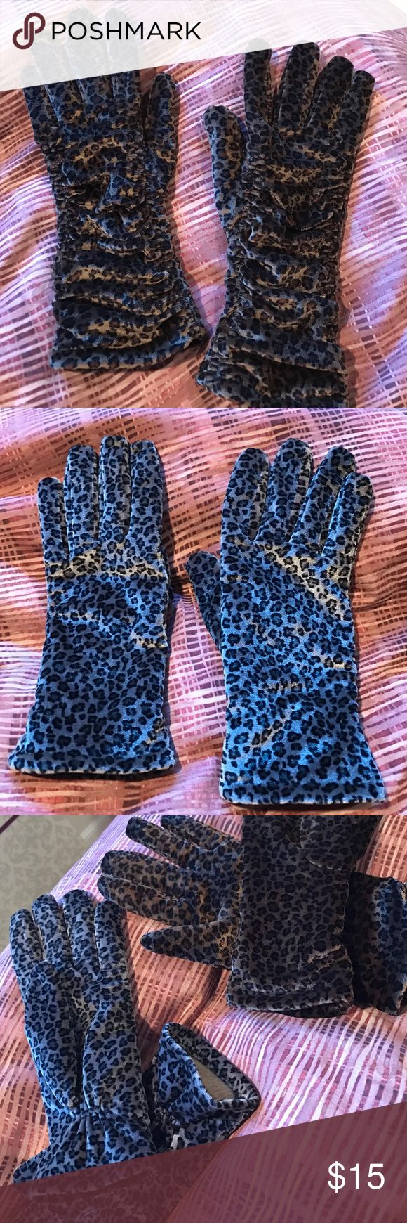 Cejon Leopard Print Velour Thinsulate Gloves! Like new!!! So soft and chic! Worn with love and care and have many many more years in them! Velour, lined and insulated. Sold out!!! One size fits all! Shell is 90% poly and 10% spandex / lining 100% poly / inner lining C -40 thinsulate 72% polyolefin 28 % polyester - you can hand wash!!!! They are cleaned! cejon  Accessories Gloves & Mittens