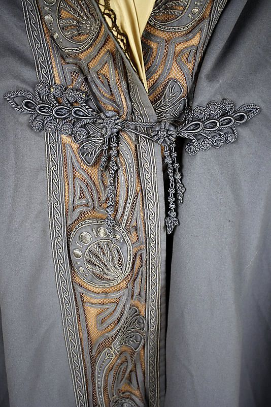 textile : détail de passementerie en soie, gris pâle, 1910
