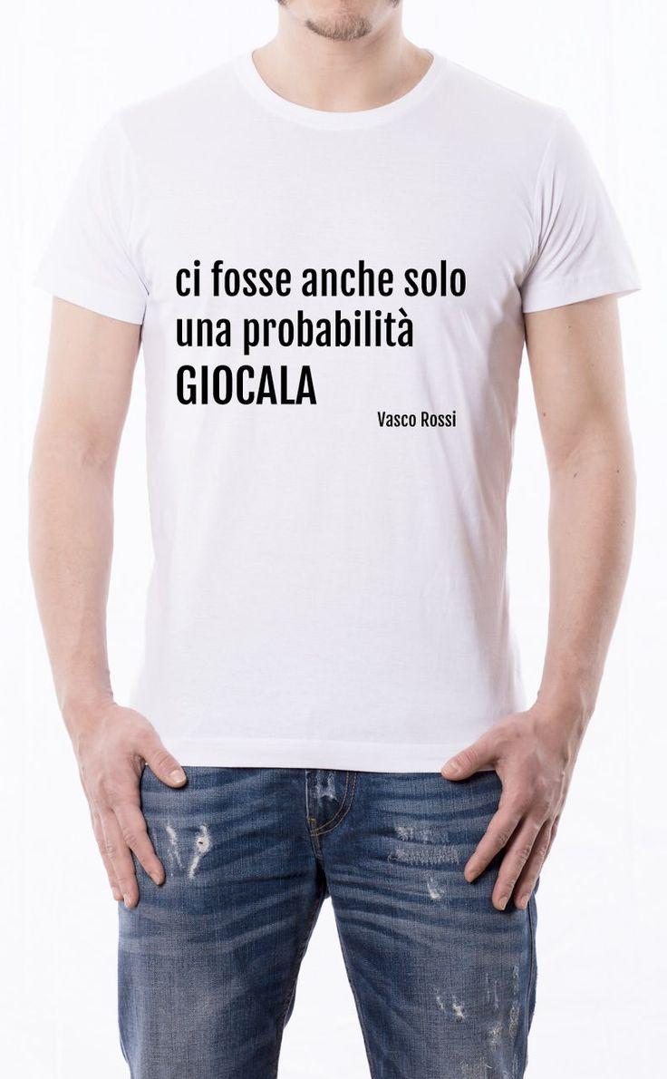 T-Shirt uomo con frase: Ci fosse anche solo una probabilità giocala- - Vasco Rossi. Maglietta bianca con stampa digitale diretta, grafica stampa un colore: Nero