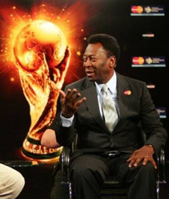 Pelé mató dos   pájaros de un tiro  Pelé cree que Lionel Messi debe crecer físicamente