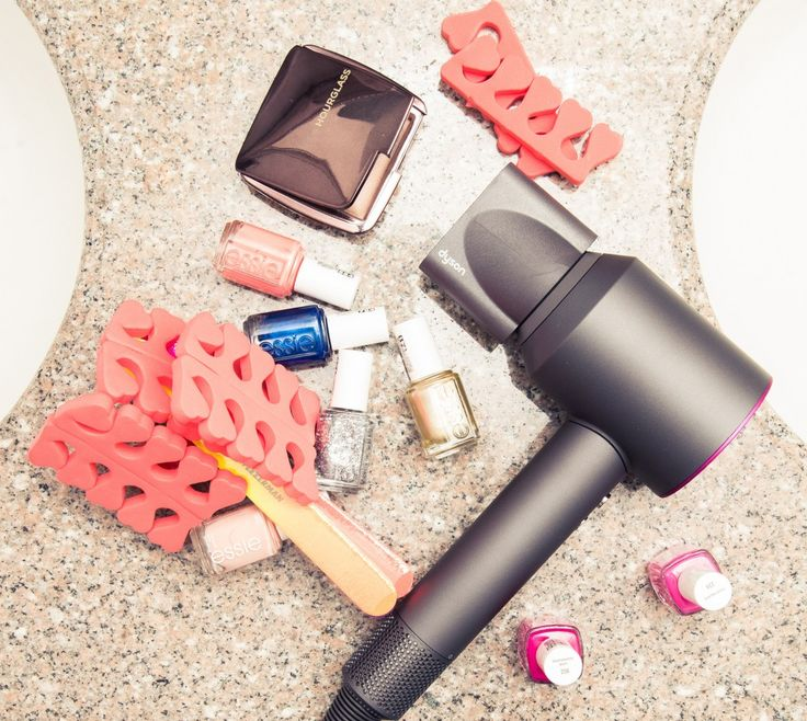 """Fashion stylist Sophie Lopez doesn't quite have your average """"work schedule.""""From fittings to appointments to getting celebrity clients ready for events and shoots, long, hectic days are Lopez's norm. Which means she's learned to make the most of her mornings. Here, she lets us in on how she manages to squeeze in daily workouts, her 1 product makeup routine, and how the Dyson Supersonic is getting her out the door faster. 