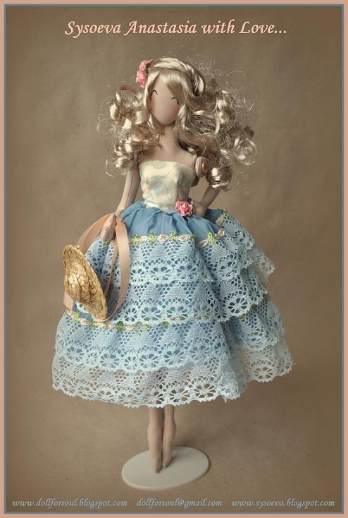 кукла в пышной юбке