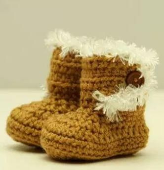 How to Crochet Baby Booties Just Like Ugg | Like mommy, like daughter--work up fashionable easy crochet baby booties just like Uggs and trimmed with fur!