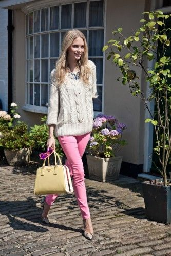 poppy delevingne // pink pants and cable knit sweater: Style, Prada Bag, Chunky Sweaters, Pink Pants, Poppies Delevingne, Poppy Delevingne, Cable Knit, Pink Jeans, Knits Sweaters