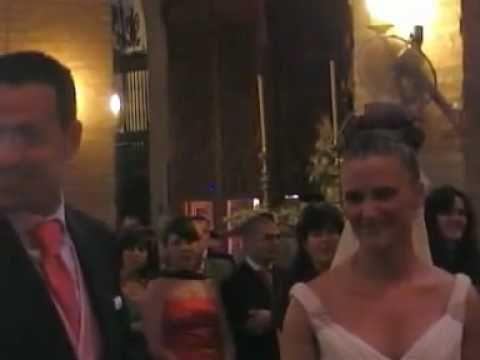 La novia sorprende al novio con una canción flamenca en la boda - YouTube