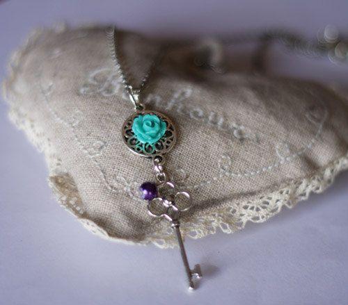 Collana con chiave in metallo perla sintetica e di DrawingJewelry