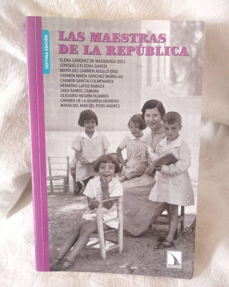 """""""Alma, alma María"""". Las maestras de la República enseñaron los valores de la igualdad y la solidaridad. Maestras y maestros fueron el alma de la escuela. Este libro es maravilloso!   La historia a veces nos enseña el camino. 💜  .  .  #maestras #maestrasdelarepublica #mujeres #memoriahistórica #feminismo #República #historia"""
