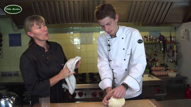 Italienischer Nudelteig Pastateig der Kochschule Villa Martha am Küchensee  Zutaten für den italienischen Pastateig Nudelteig (4 Personen)  4 Eier 400 g Mehl