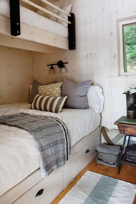Une chambre aux lits superposés