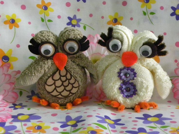 Video of how to make a super cute little owl from a washcloth (face towel) and some felt and elastic thread.  It is in Spanish but you can easily figure it out without any words if you watch.